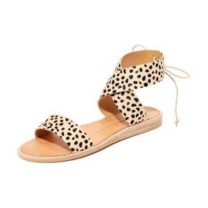 Dolce Vita women's Pomona Flat Sandal EUC